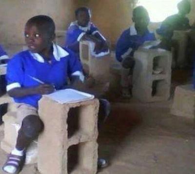 Une classe primaire dans un pays en Afrique centrale au 21ième siècle